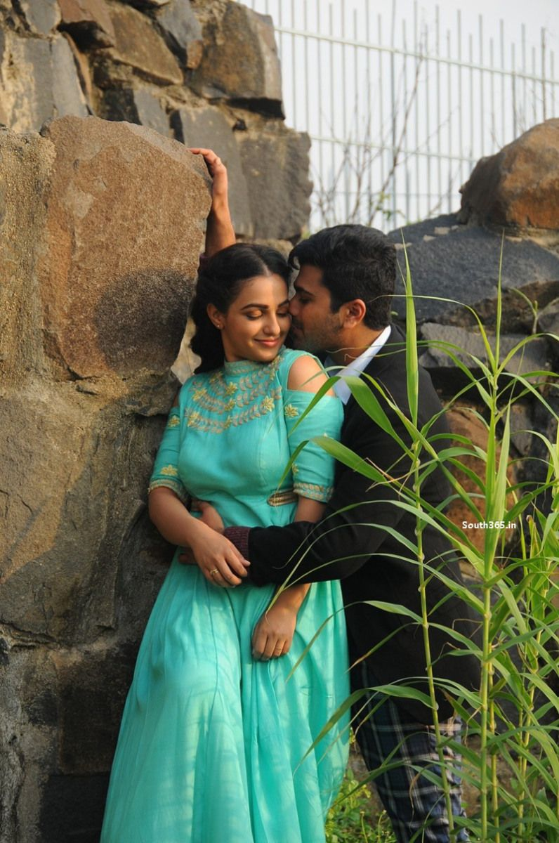 Nithya Menen Romantic Stills From Nee Naan Naam Tamil