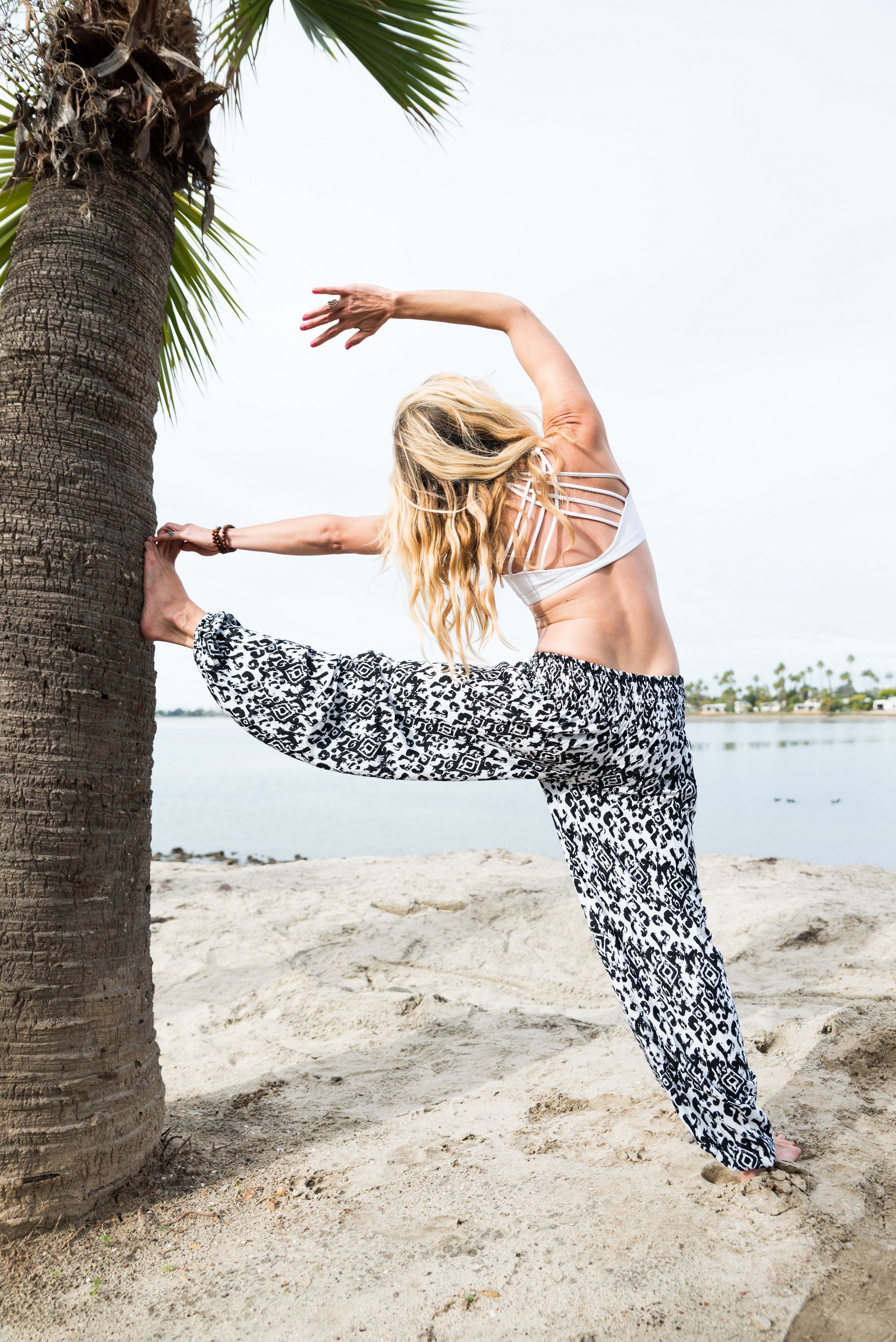 Onyx Lotus Scrunched Bottom New Arrivals Yoga Pants