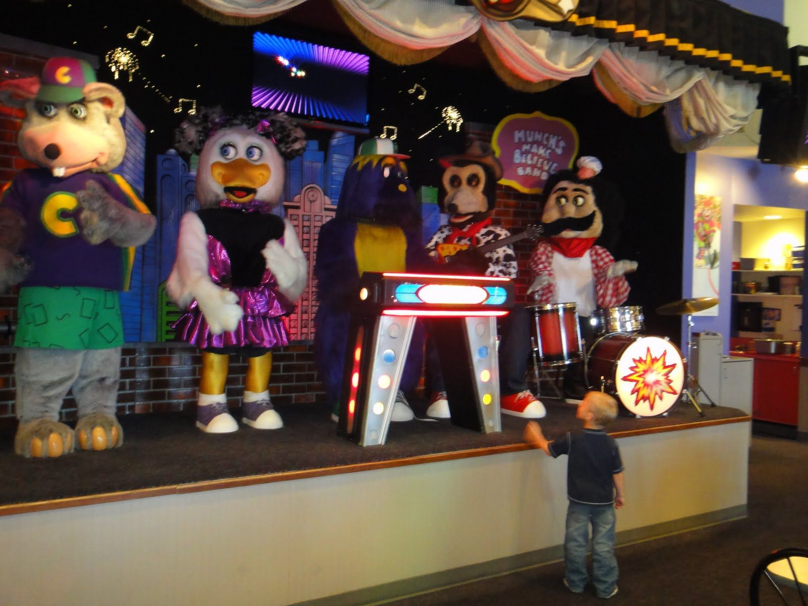 Chuck E Cheese Pure Animatronic Goodness Chuck E Cheese