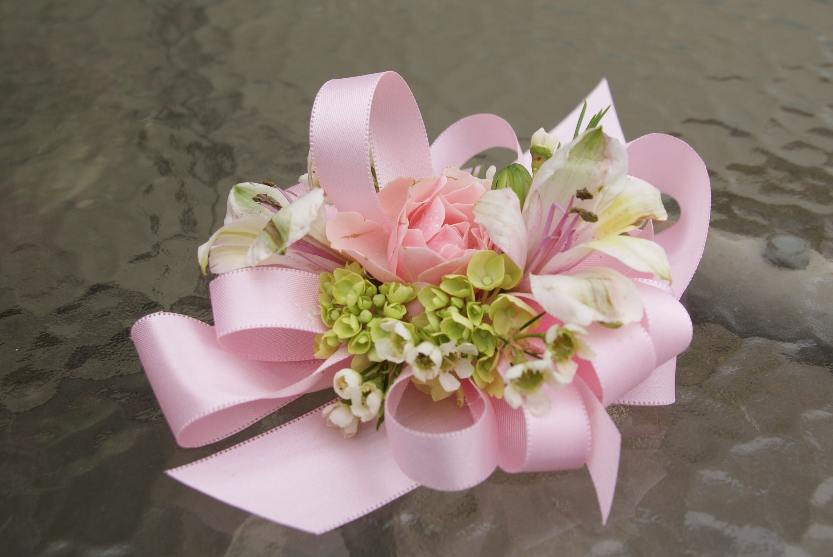 Make This Sweet Wrist Corsage Fits Any Wrist No Special Bracelets