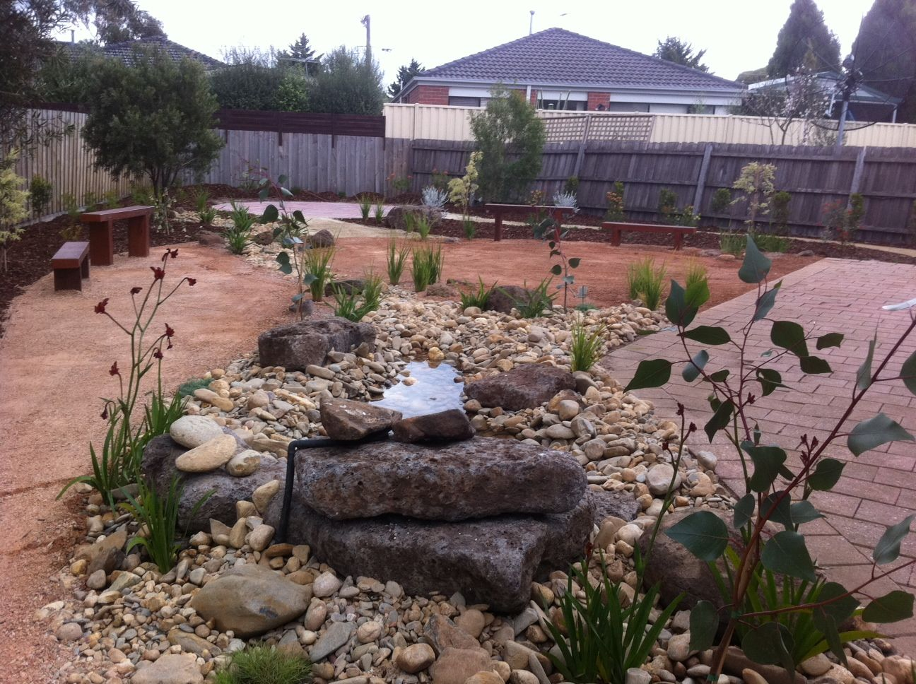 Low maintenance landscaping ideas low maintenance for Backyard design ideas australia