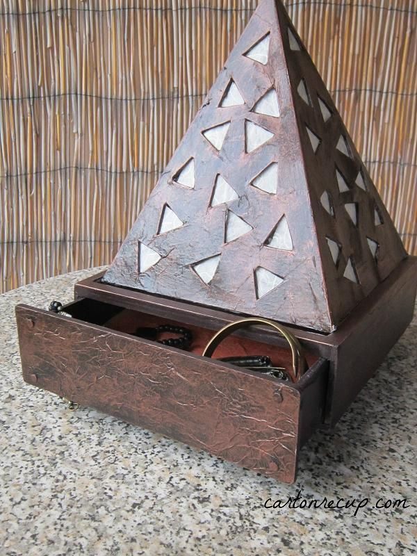 fabriquer une lampe en carton ecologia pinterest cardboard furniture diy cardboard and. Black Bedroom Furniture Sets. Home Design Ideas
