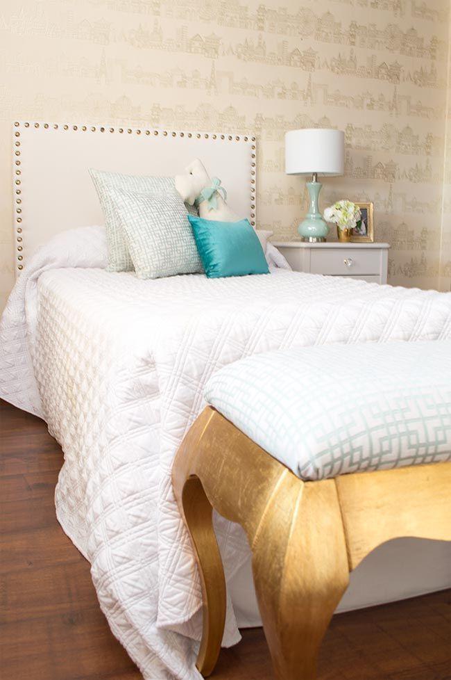 Dormitorio para ni a edyta decoraci n banco dorado cama - Decoracion de camas ...