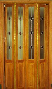 Fabrica De Puertas Plegadizas Y Rebatibles En Madera Y Placas Trabajos De Vitrales En Puertas Puertas Plegadizas Puerta Plegable Madera Puertas Plegables