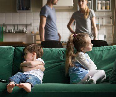 Streit zwischen Eltern: So wirkt er auf Kinder   familie.de