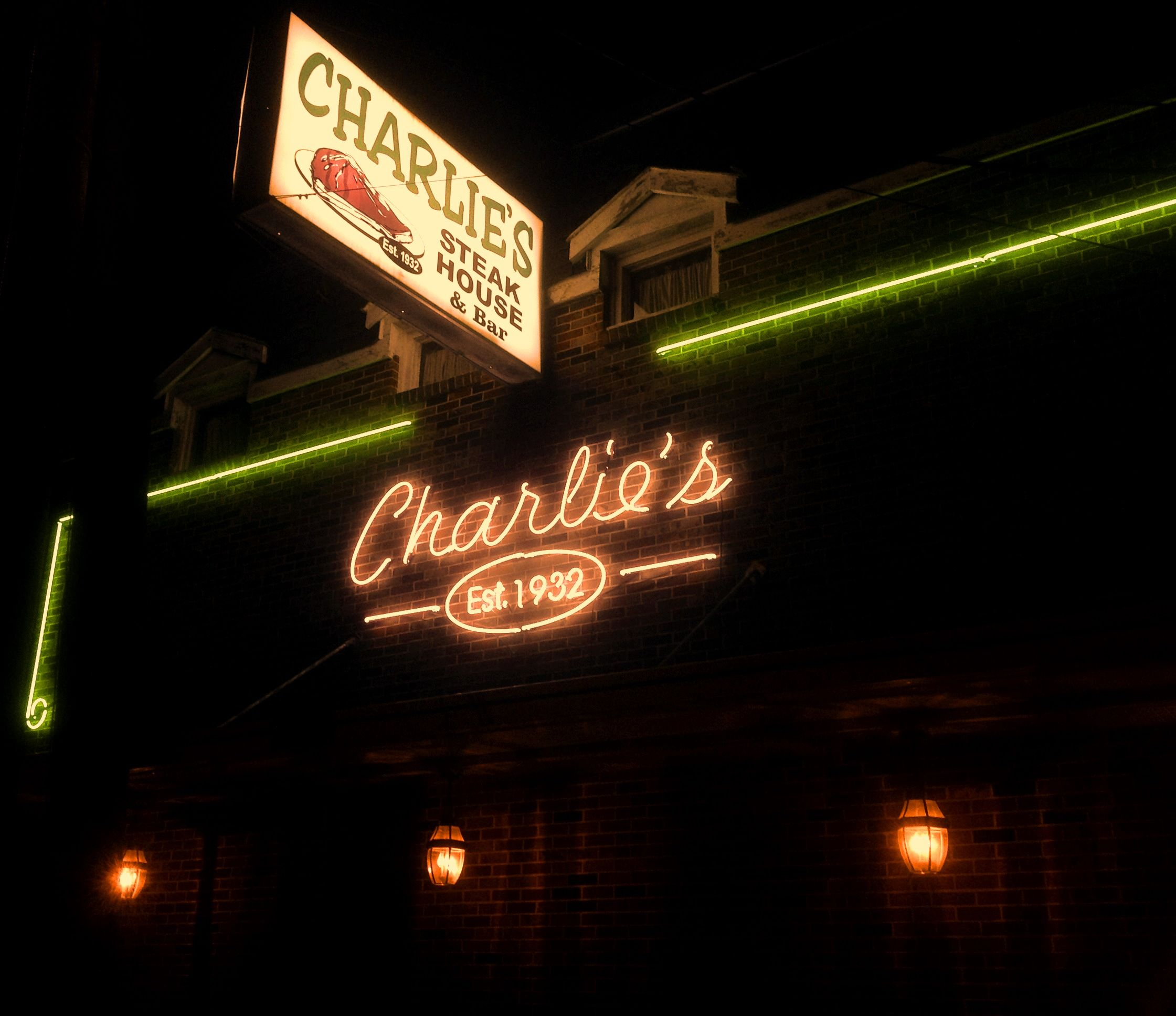 Charlie S Steakhouse New Orleans La Opened In 1932 Keeps It Classic And Simple The Restaurant Doesn T Have A Menu New Orleans Southern Region Louisiana