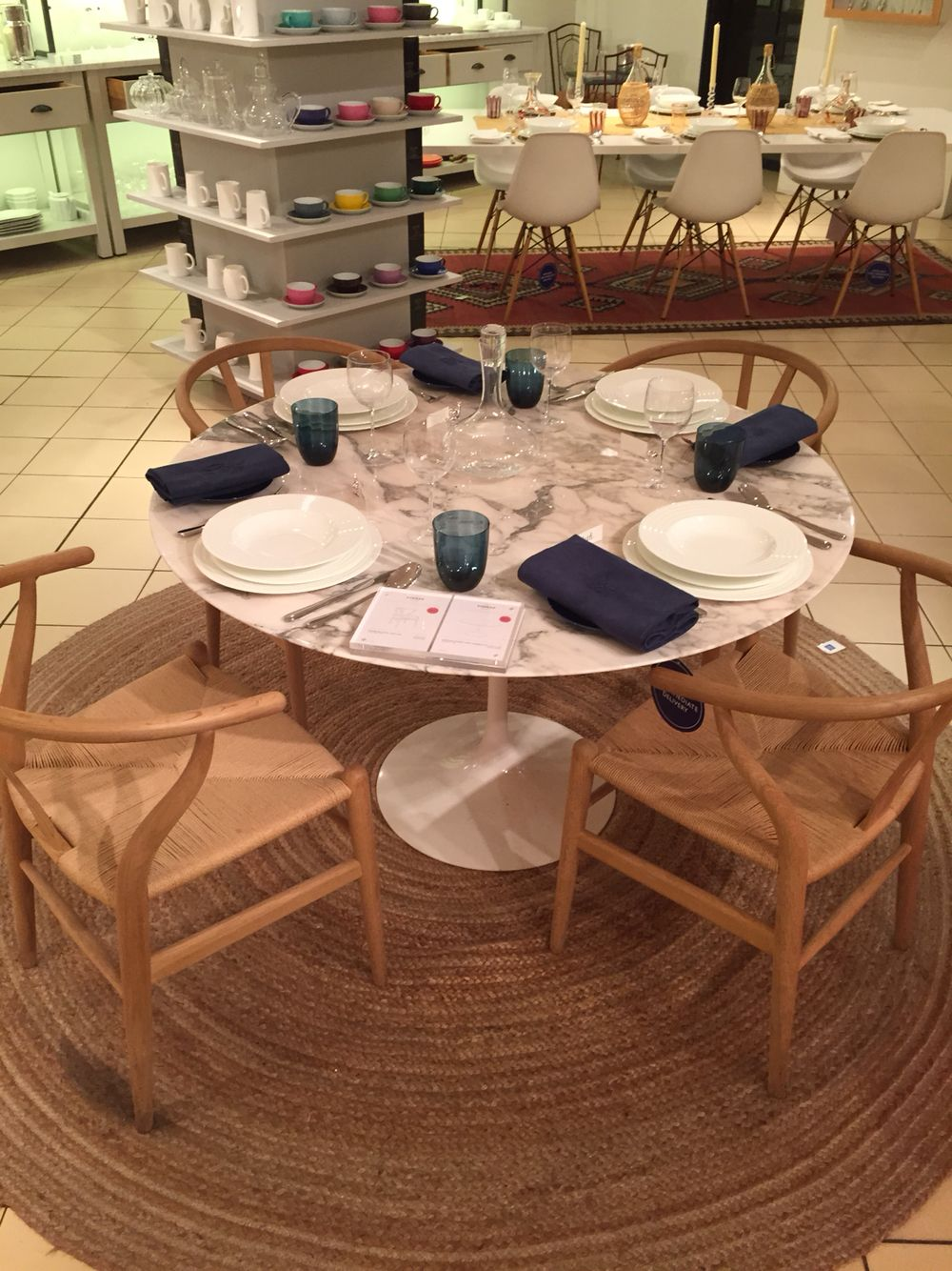 The chair round chair by hans wegner - Wishbone Chairs By Hans Wegner Soap Oak Saarinen Arabescato Table White Marble Round