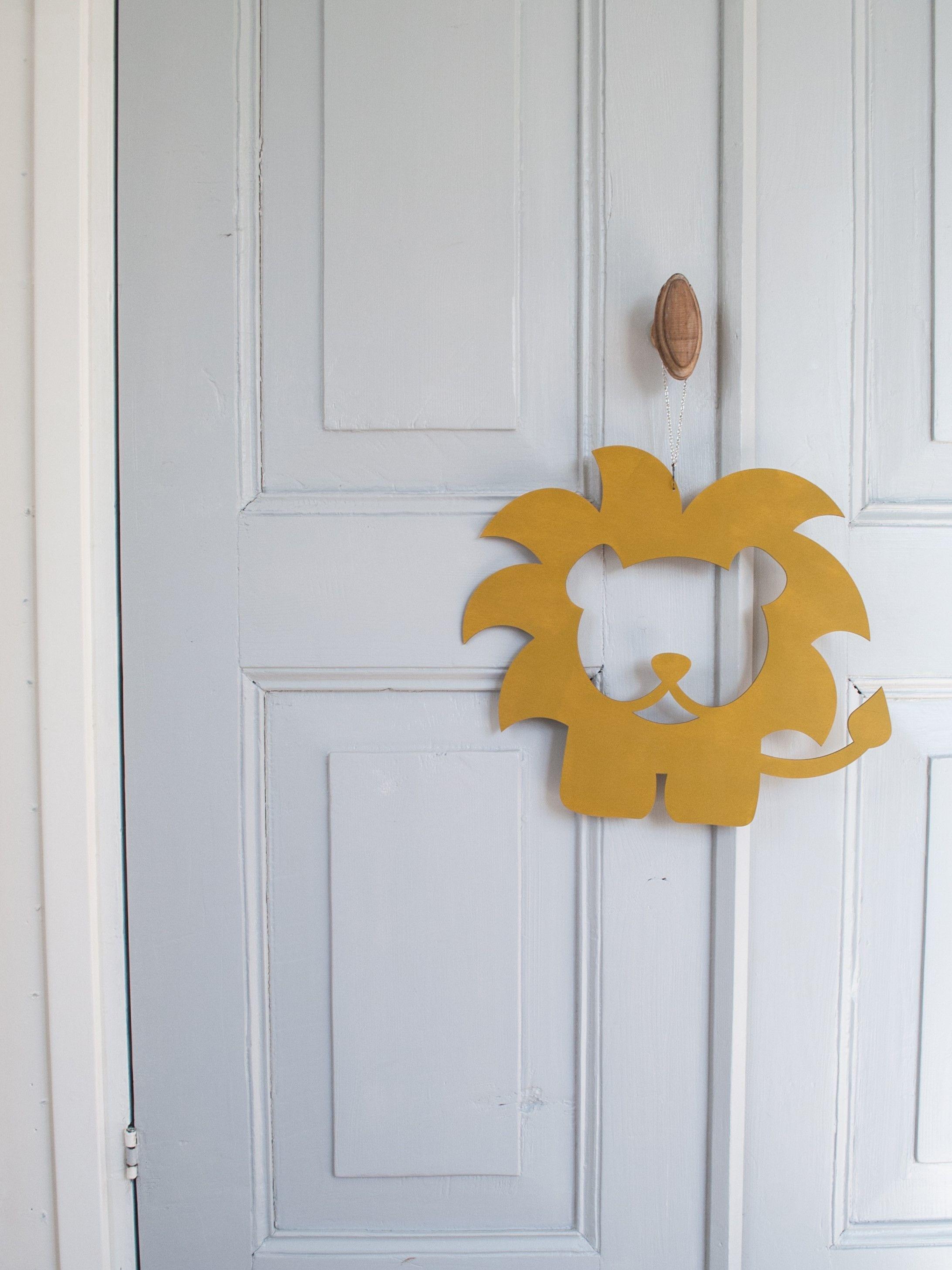 Houten Muurdecoratie Babykamer.Houten Silhouet Leeuw Decoratie Voor De Babykamer Of Kinderkamer