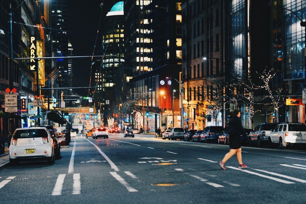 Il Y Avait Partout Dans La Ville Sous Le Macadam Et Entre Les Immeubles L Energie Calme D Une Ville Qui Avait Vu Naitre Starbucks Et Amazon Et Qui N Avait P
