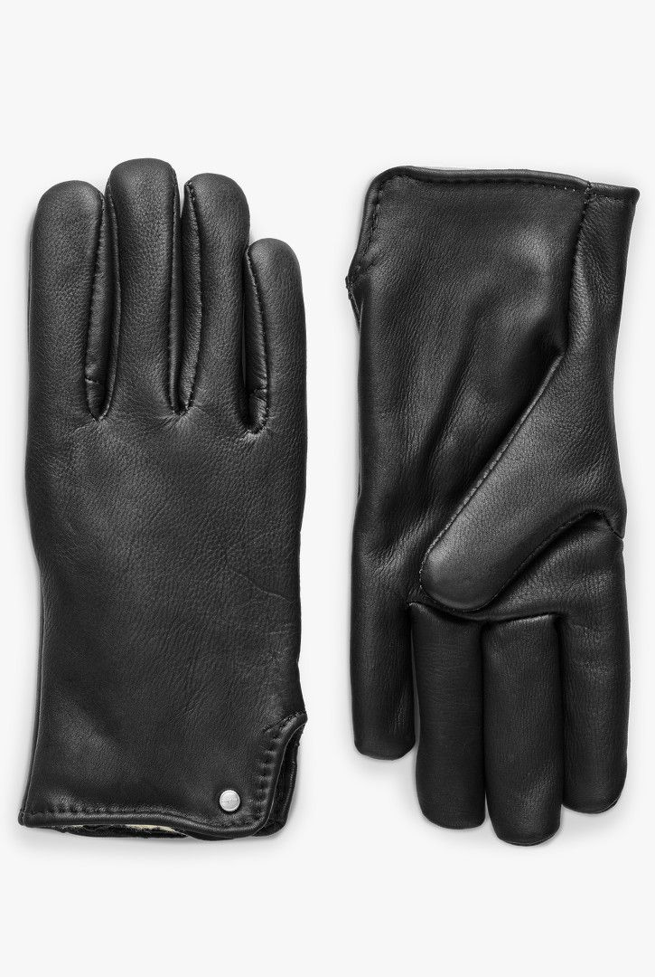 Shinola collaborated with Geier Glove Company to customize their style to create the perfect cold weather glove. Made with deerskin leather, these unisex slip-on gloves are pile lined on the interior for extra protection against the cold. Features our signature Shinola rivet on the back bottom hem of each glove. Available in half sizes for the perfect fit.