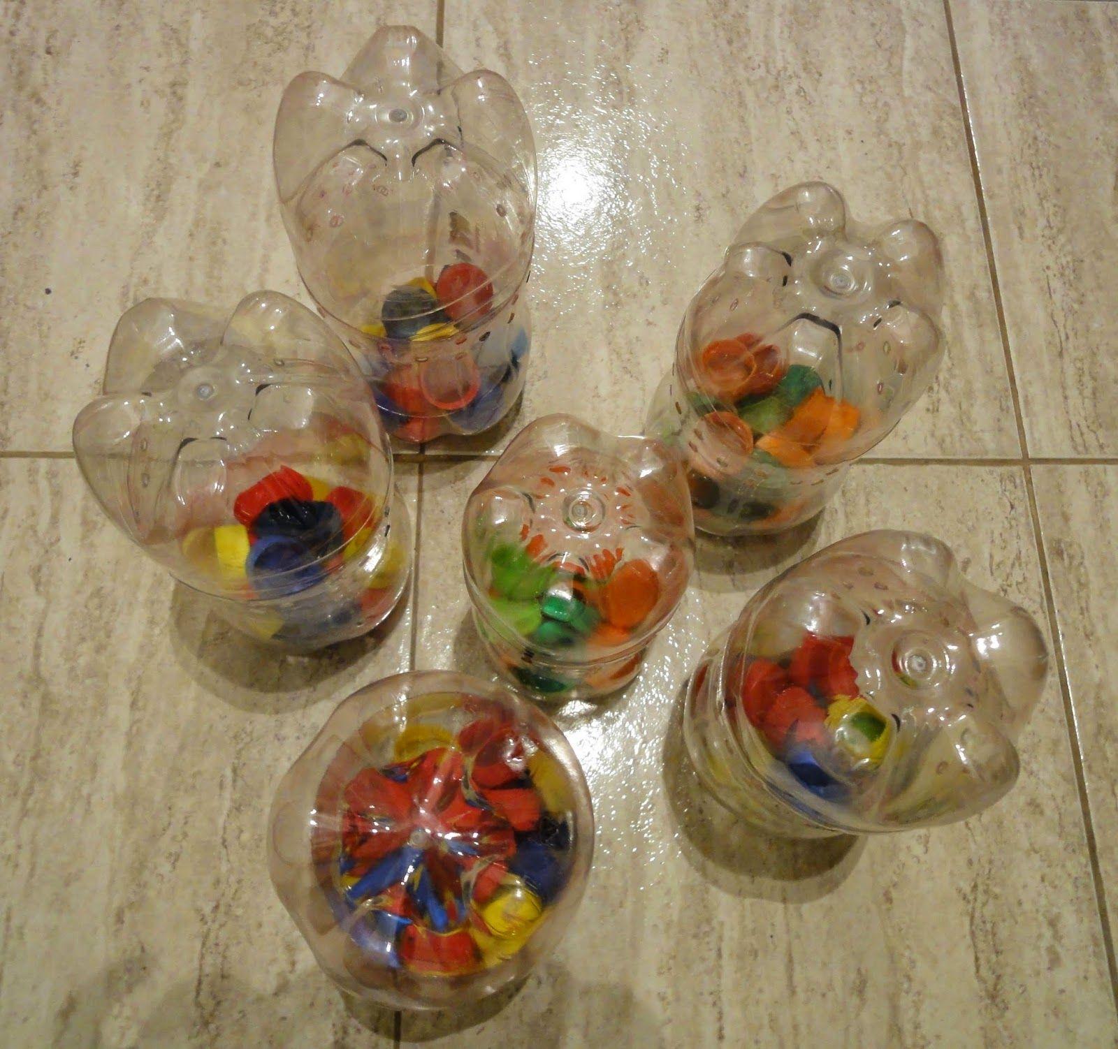 Hicimos Juegos Con Tapitas De Gaseosa Plástica En La Escuela Tapitas De Gaseosa Juegos Reciclados Para Niños Reciclaje De Botellas Plasticas
