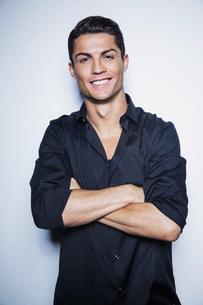 910b391a7 Cristiano Ronaldo is the definition of heart eyes Futbol Europeo