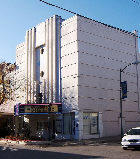 Hollywood Theater Leavenworth Ks