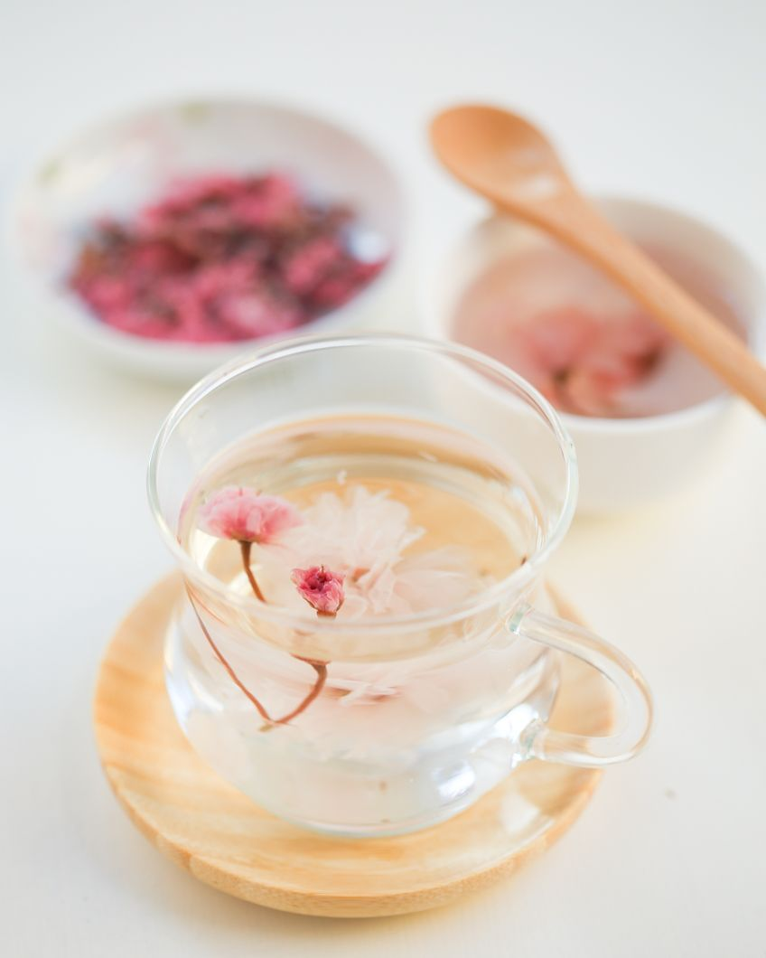 Sakura Blossom Tea in honor of hanami and the upcoming sakura snow. Since 1951, the Japan Meteorological Agency have been dispatched to monitor the advance of the cherry blossom front, the forecast offers a petal-by-petal analysis of the progress of the blooms as they sweep from the south to the north of the archipelago. (The forecast is based on the Arrhenius equation.) Now falling at 5 centimeters per second..