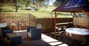 Terrasse Avec Jacuzzi Prive Chalet Rondin Chalet Hotel Spa Avec