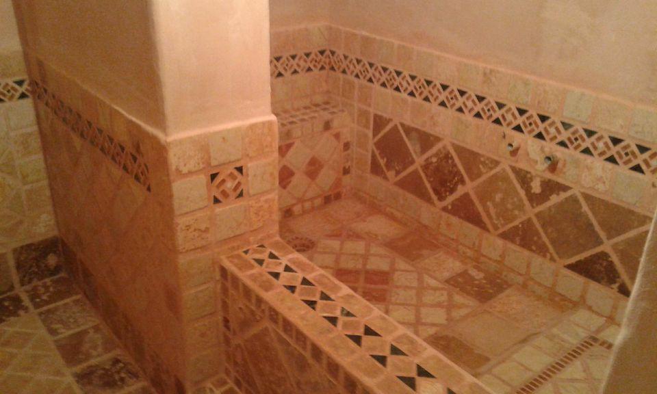 Vasca Da Bagno Su Misura : Un vasca da bagno in mosaico di marmo su misura realizzato da il