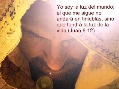 "α JESUS NUESTRO SALVADOR Ω: ""Yo soy la luz del mundo. El que me sigue no… |  La luz del mundo, Quien es jesus, Frases de jesús"