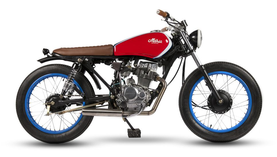 What a story to this build. The owner of a pizza chain started working as a kid delivering pizzas on this very bike. He kept it, and now a successful businessman asked the guys at Maria Motorcycles…