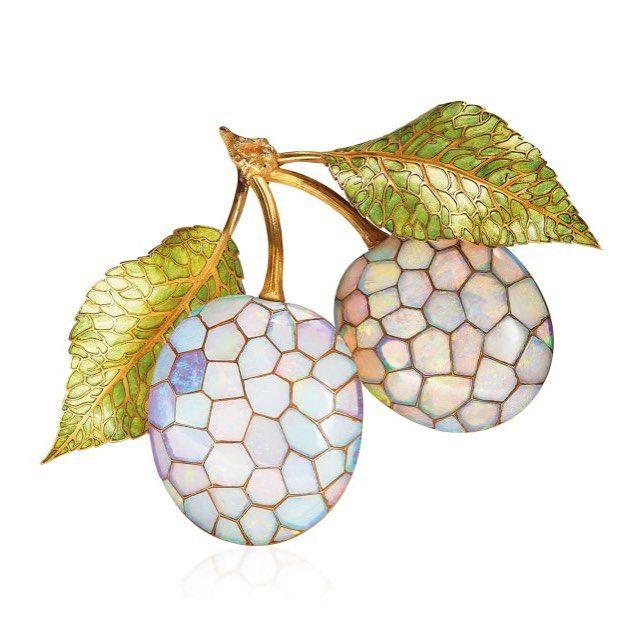 "556 Me gusta, 2 comentarios - Elena Veselaya (@twentyonejewels) en Instagram: ""An Art Nouveau opal and enamel brooch, by Rene Lalique, circa 1900. This lot is offered in Beyond…"""