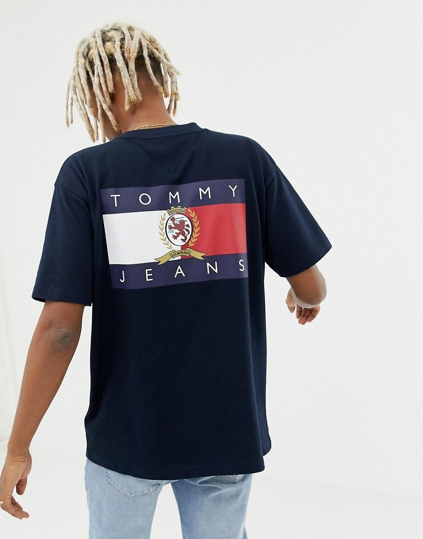 75445624e TOMMY JEANS 6.0 LIMITED CAPSULE CREW NECK T-SHIRT WITH BACK PRINT CREST FLAG  IN NAVY - NAVY. #tommyjeans