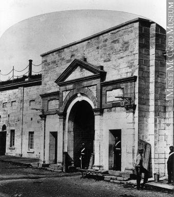 La porte Dalhousie vue de l'intérieur 1868 (?)  par William Notman (1826-1891) Par: Catherine St-André #quebec #history #citadelle