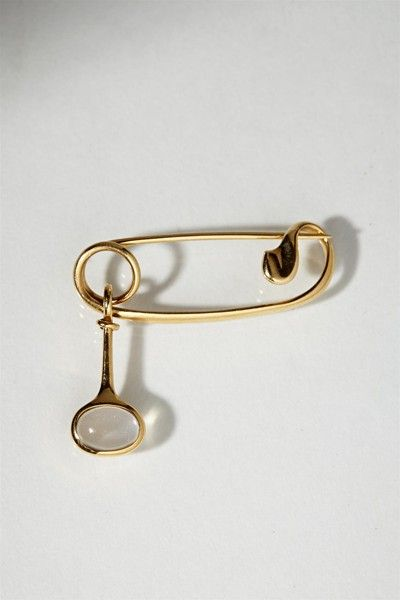 Brooch, designed by Torun Bülow-Hübe for Georg Jensen, Denmark. 1960's. 18 ct gold and moonstone.