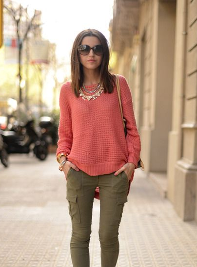pink / olive skinny cargos / outfit