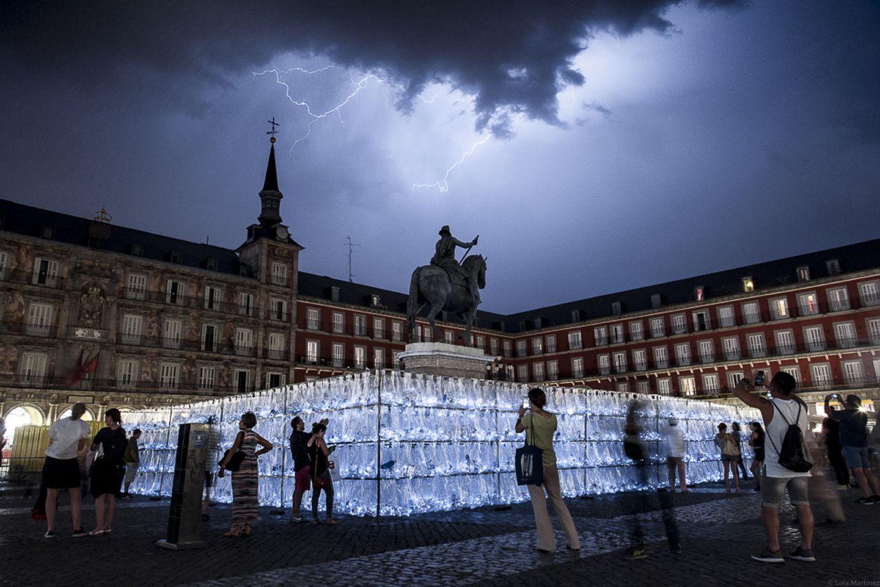 Project: LuzInterruptus, http://www.luzinterruptus.com/ Location: Plaza Mayor, Madrid, Spain Year: June 2017 Time of creation 7 days Images: Lola Martínez