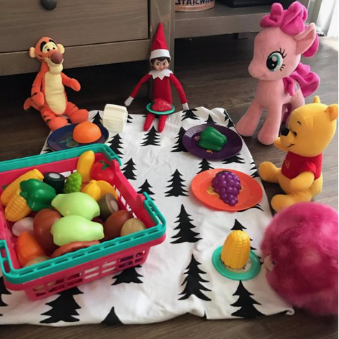 ?Picnic with Friends #elfontheshelfideasfortoddlers