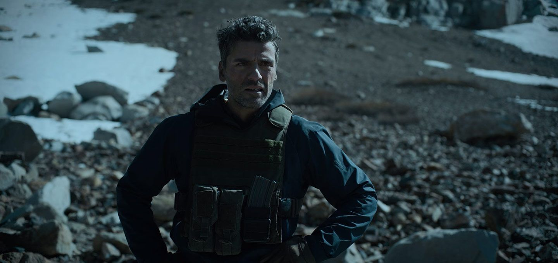 Oscar Isaac as Santiago 'Pope' Garcia in the Netflix movie