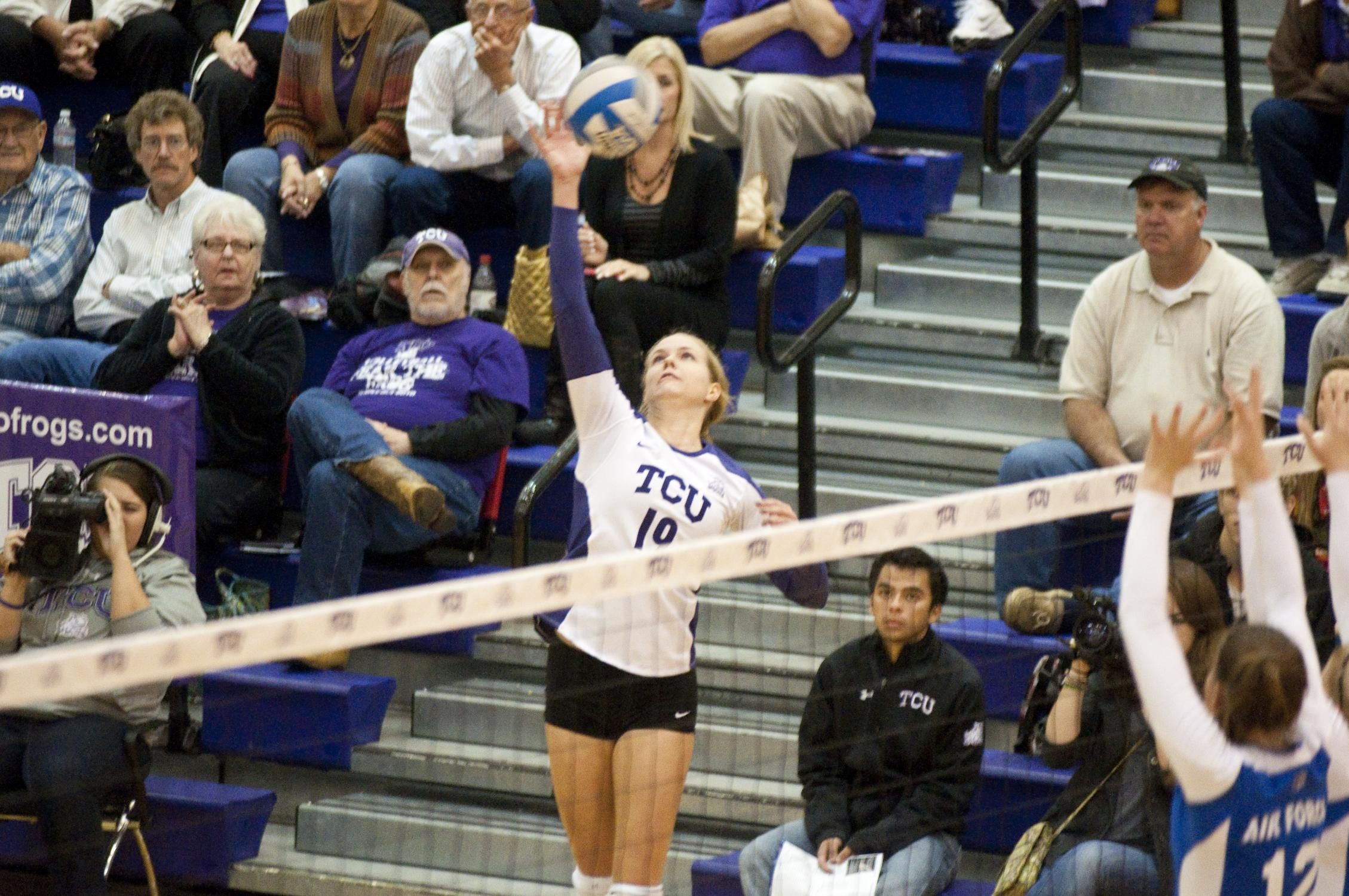 Frogs Defeat Unlv 3 0 With Images Tcu Volleyball Tcu Volleyball