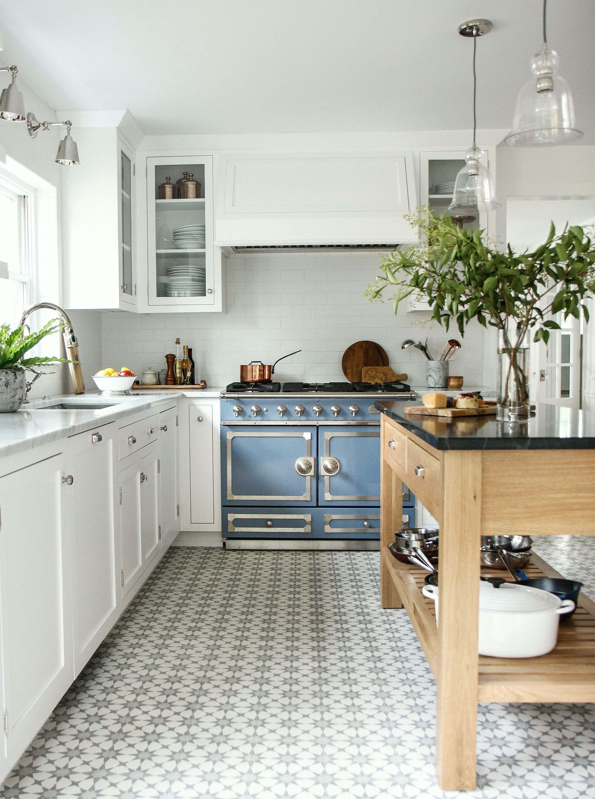 luxury kitchen design ideas L shaped luxury kitchen Gambrick ...