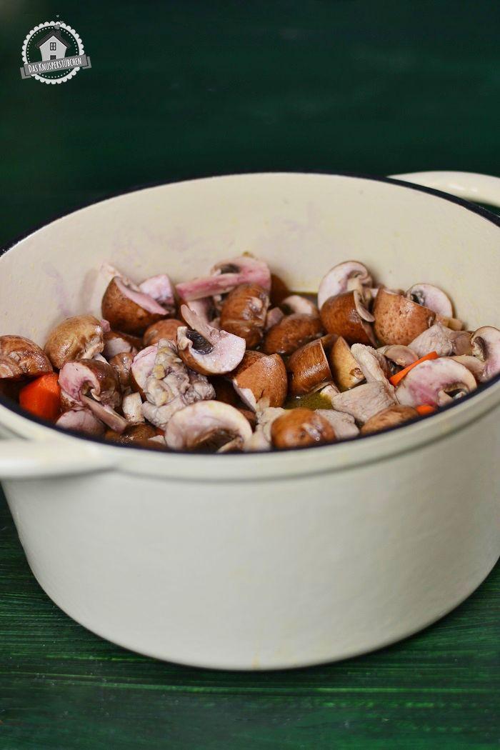 Irish Stew mit Rotwein, Whiskey & Pilzen - Irish stew with red wine, whskey and mushrooms | Das Knusperstübchen