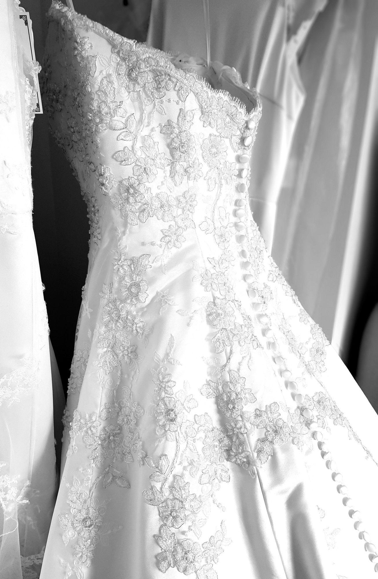 Back detailstunning!   Wedding dresses, Lace weddings