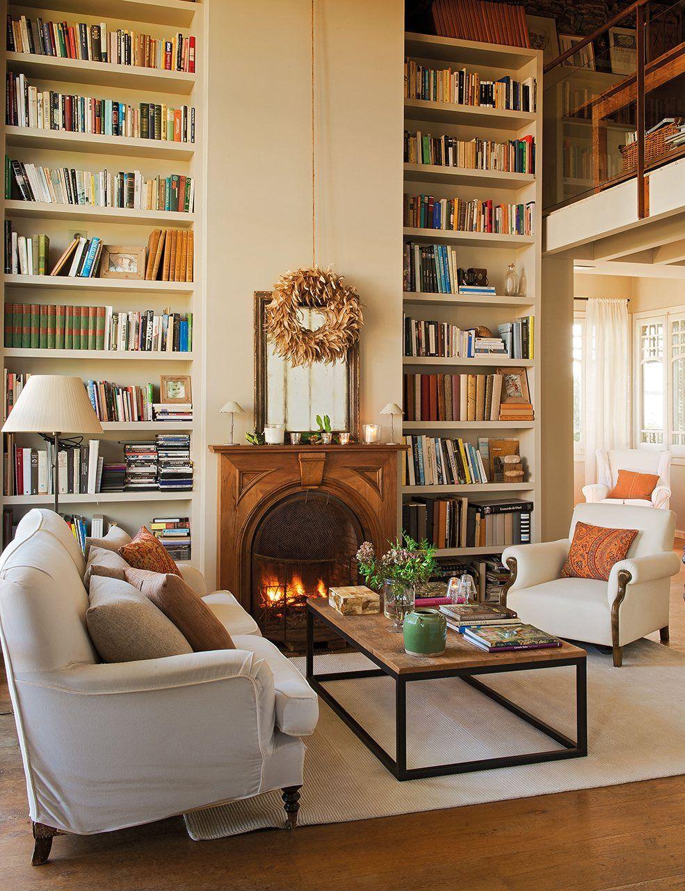 Una casa más alta  Una biblioteca a medida puede ayudarte a ganar verticalidad en cualquier estancia.