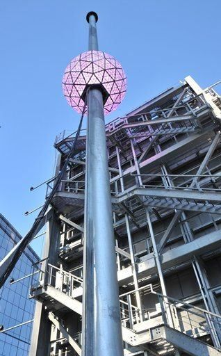 New York New Year S Eve Ball Drop Brief History Of The New Year S Eve Ball Drop New Years Eve Ball New York New Years Eve New Years Ball