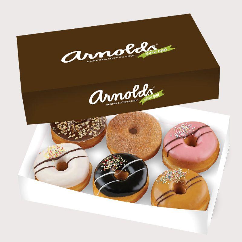 Korkealaatuisilla belgialaisilla premium-suklailla kuorrutetut donitsit, alk. 2,50 €, Arnolds Bakery & Coffee Shop, E-taso.
