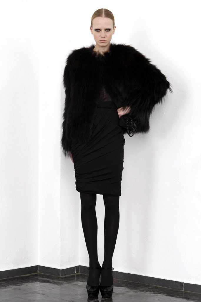 Giambattista Valli Pre-Fall 2010 Fashion Show - Jenny Sinkaberg