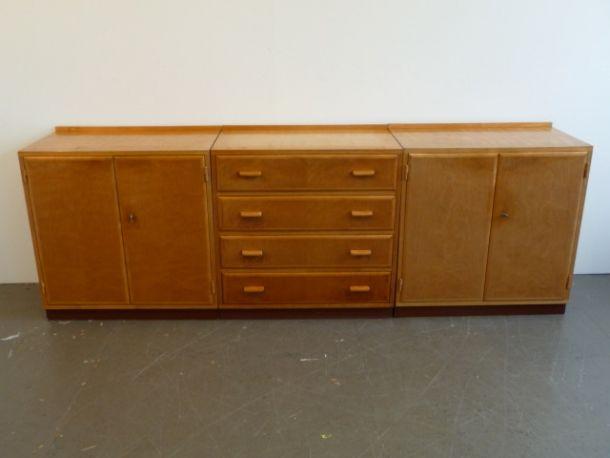 Kommoden Designer Max Ernst Haefeli Hersteller Wohnbedarf 1940 3teiliges Sideboard Zwei Mobel Mit Turen Eines Mit Schubladen Design Kommode