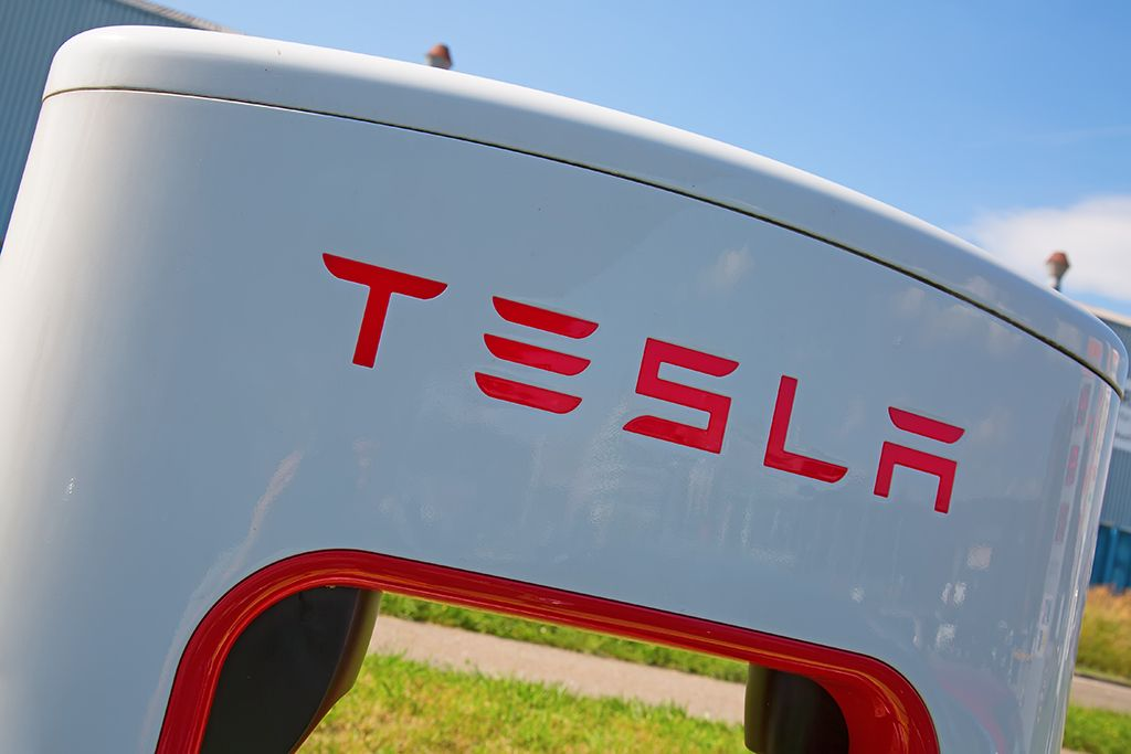 Tesla tsla stock at 700 now can its price reach 2000