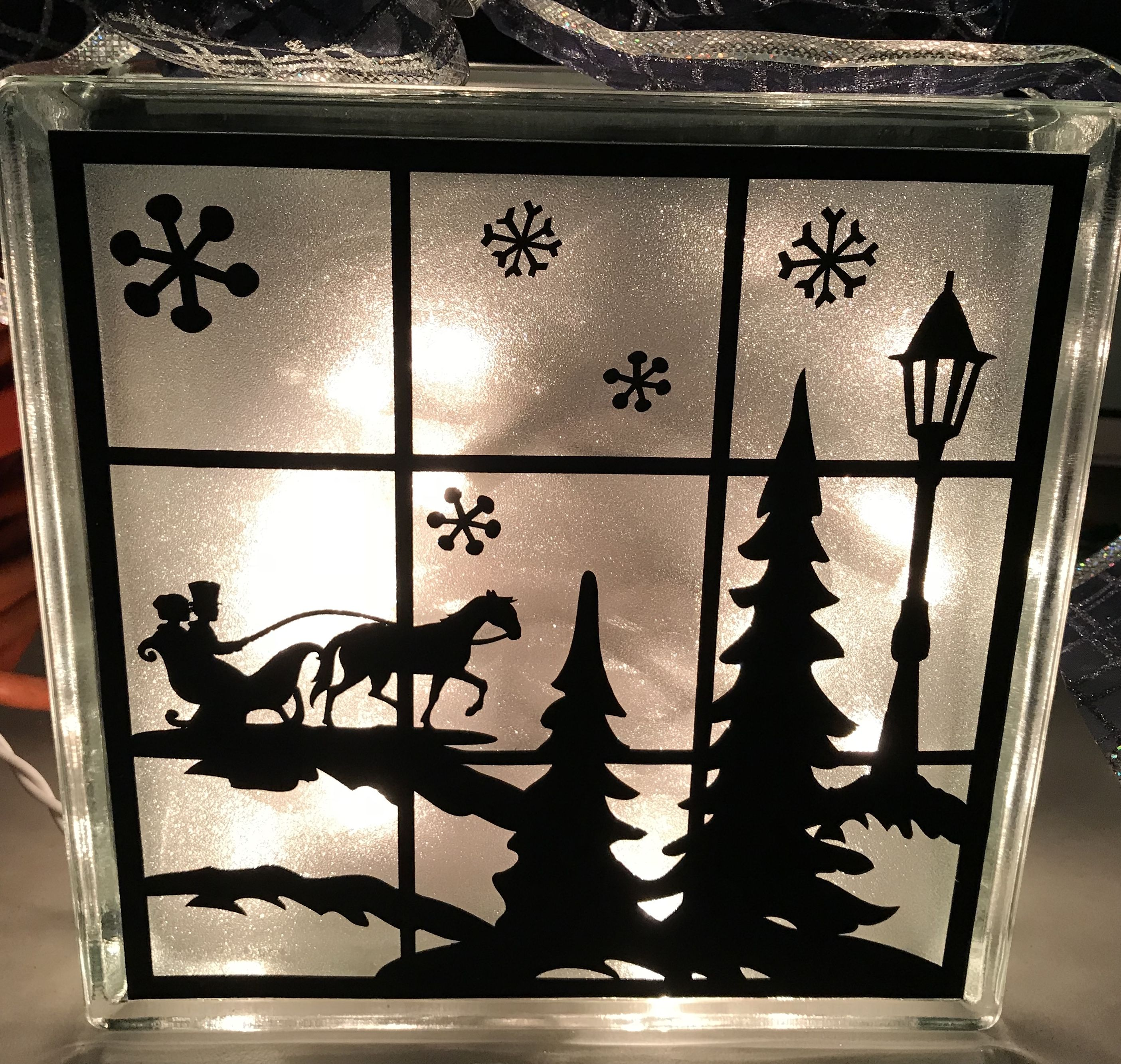 Christmas scene using Cricut machine, black vinyl, frosted ...