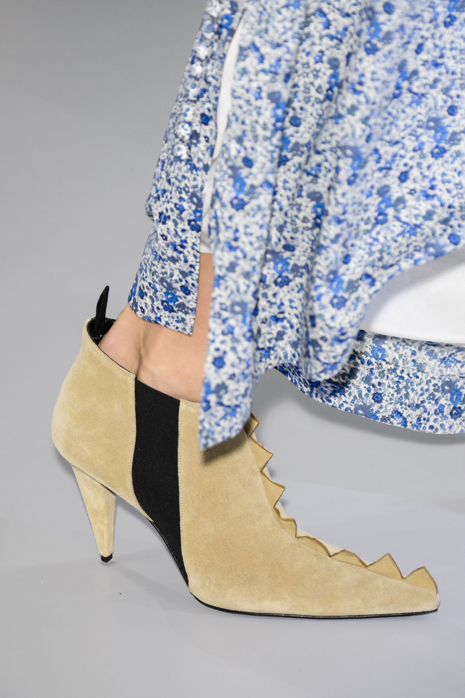 Loewe Spring 2018 Fashion Show Details, Runway, Womenswear Collections at TheImpression.com - Fashion news, street style, models
