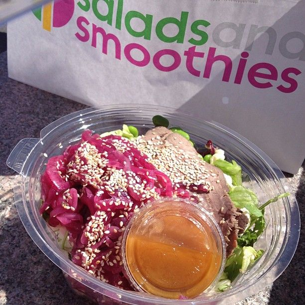 AT SALADS AND SMOOTHIES: Rostbiff och japanska pickels, godaste salladen jag någonsin ätit!