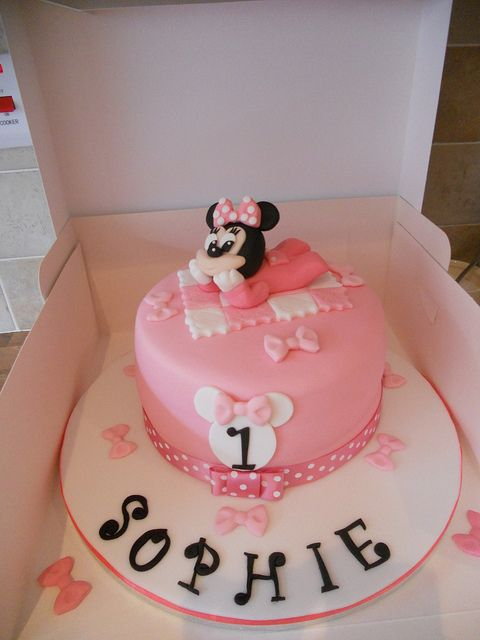 Baby Minnie Mouse 1st Birthday Cake Minnie mouse Birthday cakes