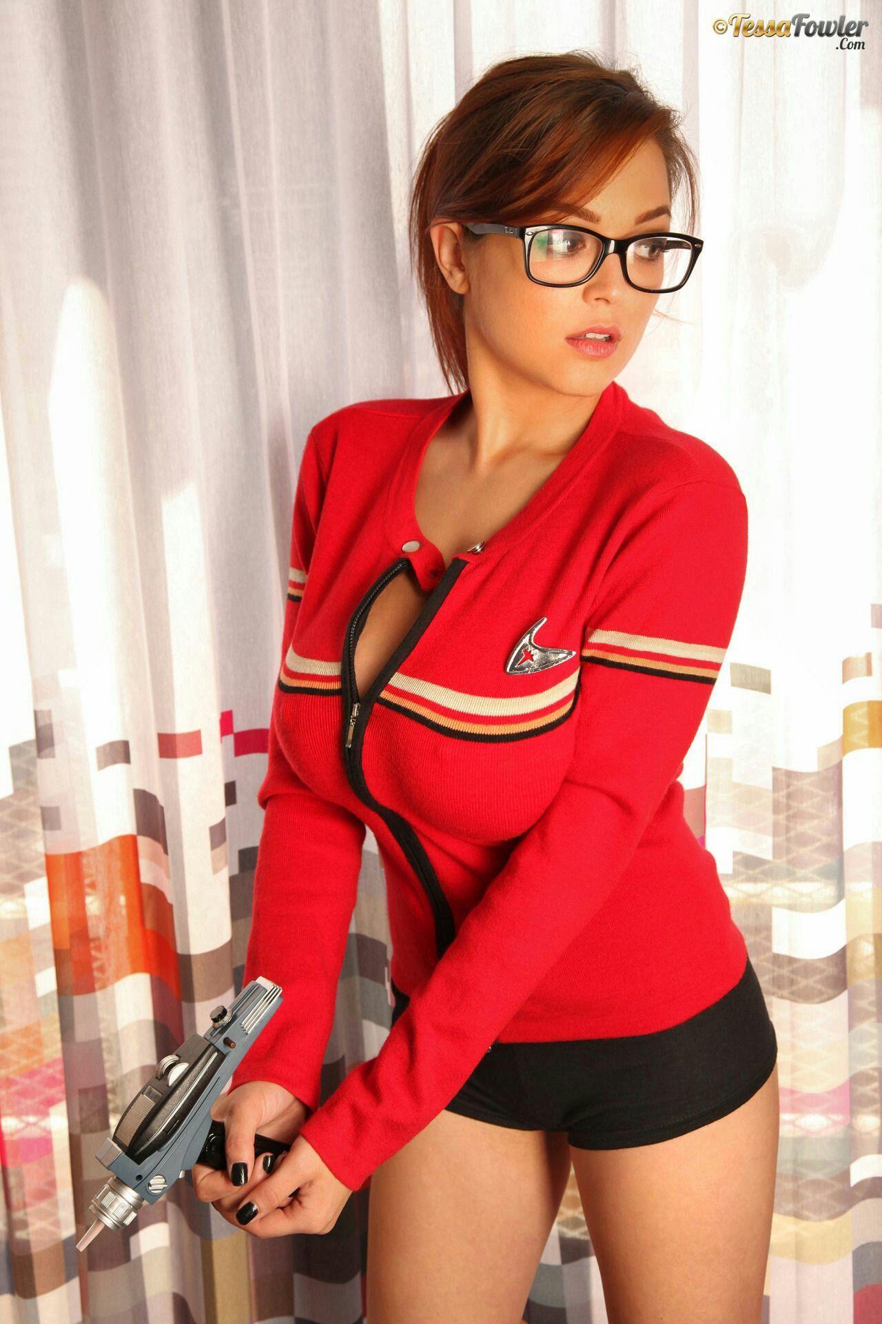 Tessa Fowler is a Star Trek babe - The Boobs Blog