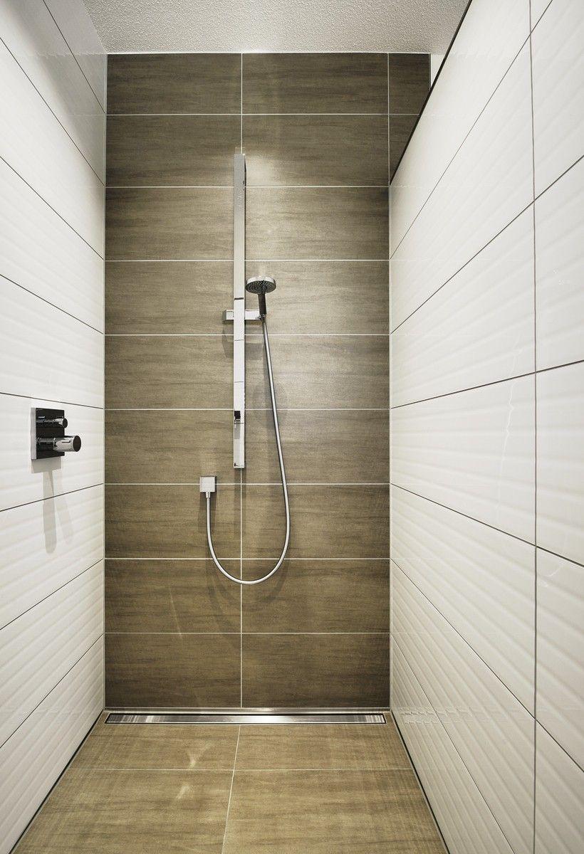 Bodengleiche Dusche Fliesen Holzoptik Badezimmer Weberhaus Bungalow Hausbaudirekt De Bodengleiche Dusche Fliesen Dusche Fliesen Badezimmer Dusche Fliesen