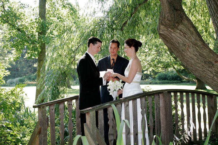 Botanical Gardens Willow Pond Wedding Venues Ontario Niagara Falls Wedding Botanical Gardens