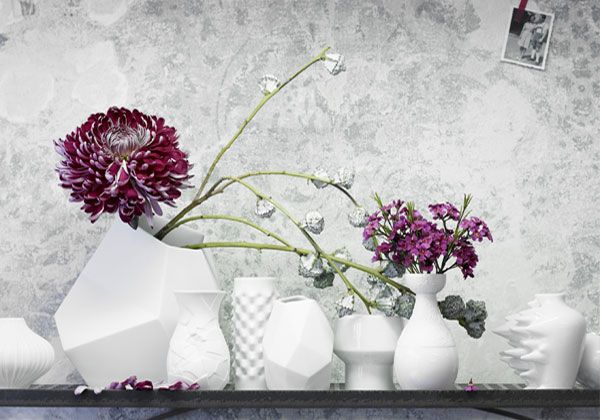 Di Rosenthal la collezione in porcellana Mini Vasi: che riproduce in miniatura 12 vasi/icona del colosso ceramico. Perfetti per accogliere una piccola composizione floreale o un solo fiore,