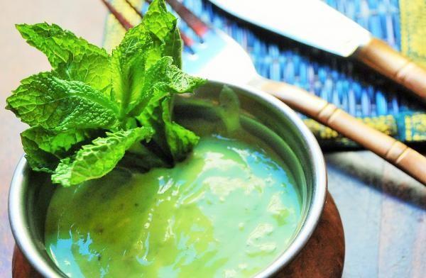 Salsa De Yogur Y Menta Hindú Fácil Receta Salsa De Yogur Receta Salsa Verde Salsas