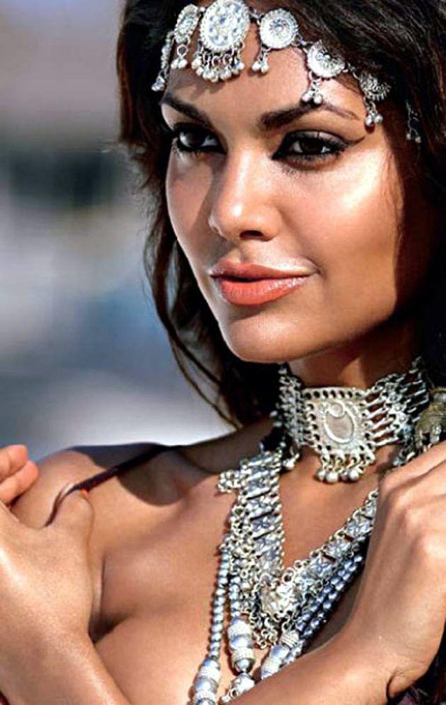 Hot Esha Gupta Image 12744 - more at http://modell.photos Topmodel